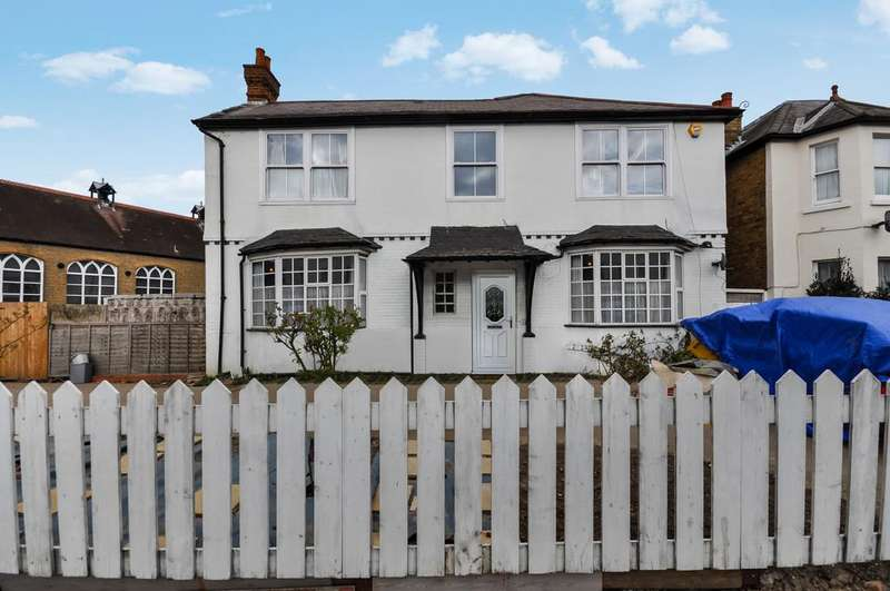 5 Bedrooms Detached House for rent in Ewell Road, Surbiton