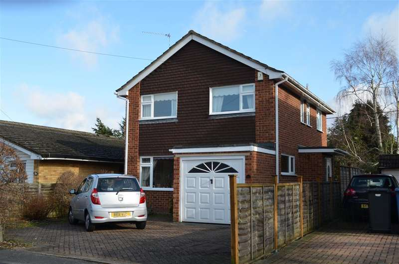 3 Bedrooms Semi Detached House for sale in Gravel Road Church Crookham , FLEET, Hampshire