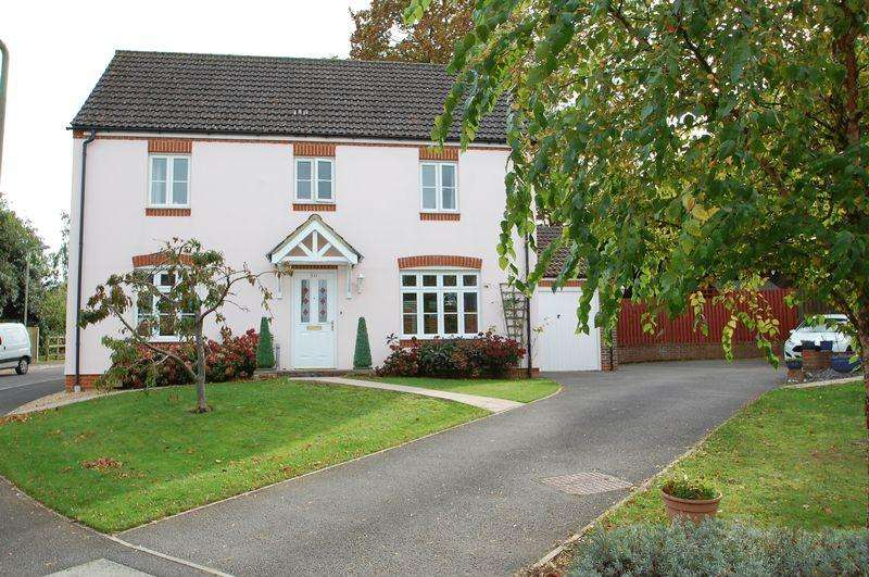 4 Bedrooms Detached House for sale in Gammon Close, Petersfield