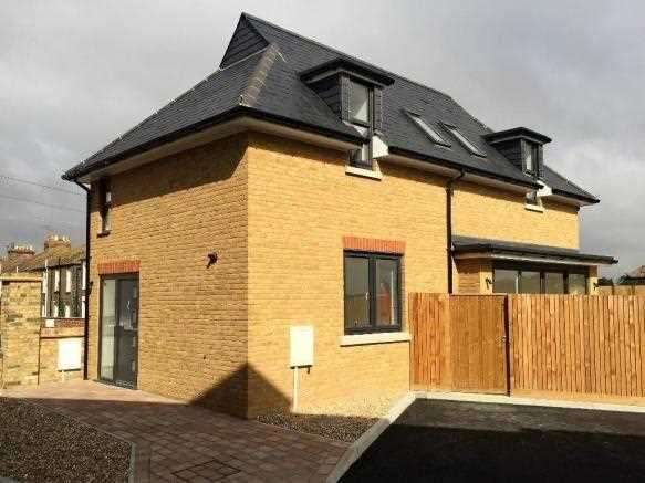 3 Bedrooms Detached House for sale in Millers Hill, Margate Road, Ramsgate