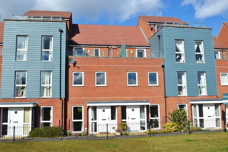 3 Bedrooms Terraced House for sale in Lakeside