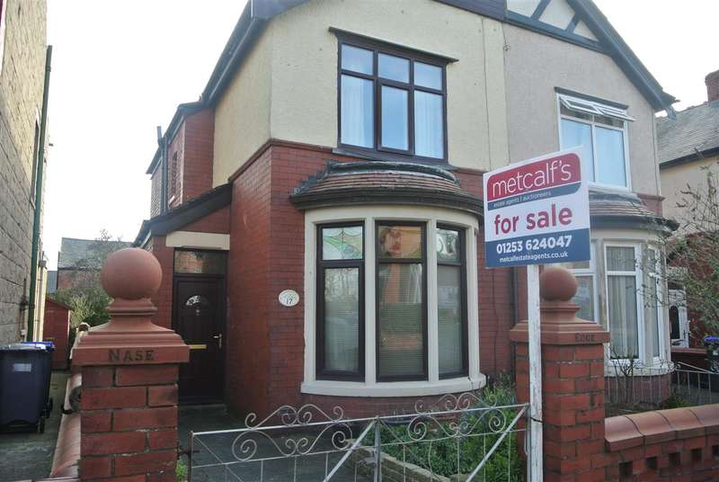 2 Bedrooms Semi Detached House for sale in Norwood Avenue, Blackpool