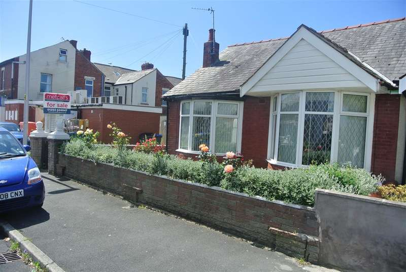 2 Bedrooms Bungalow for sale in Dunelt Road, Blackpool
