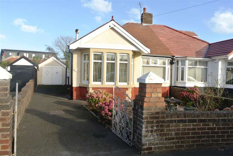2 Bedrooms Bungalow for sale in Shirley Crescent, Blackpool