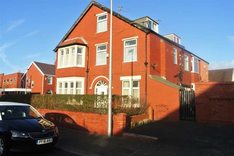 6 Bedrooms Semi Detached House for sale in Hodgson Road, Blackpool