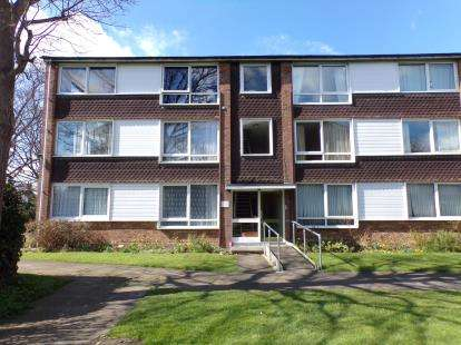 2 Bedrooms Flat for sale in West Court, Goldington Green, Bedford, Bedfordshire