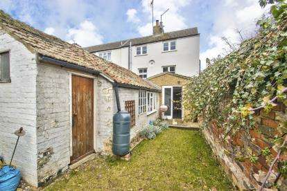3 Bedrooms Town House for sale in Castle Hill Court, Huntingdon, Cambridgeshire