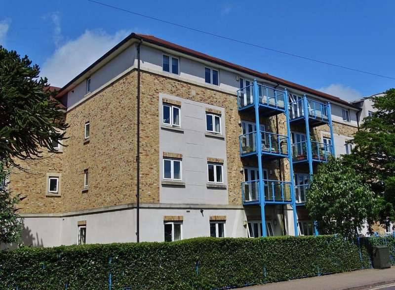2 Bedrooms Apartment Flat for sale in Hulse Road, Southampton