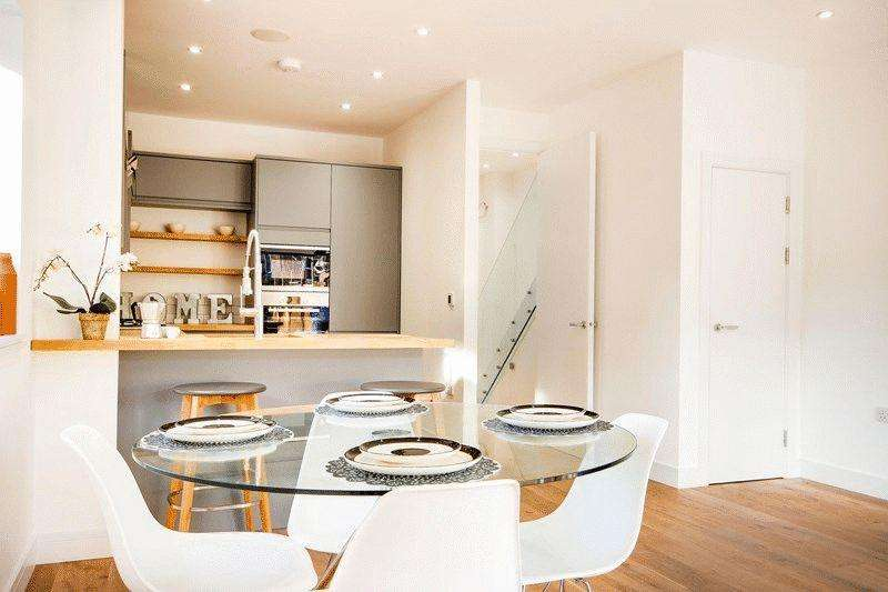 2 Bedrooms House for sale in Brownlow Road, Palmers Green, N11