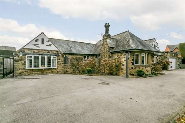 4 Bedrooms Detached Bungalow for sale in Church Street, Ossett, West Yorkshire