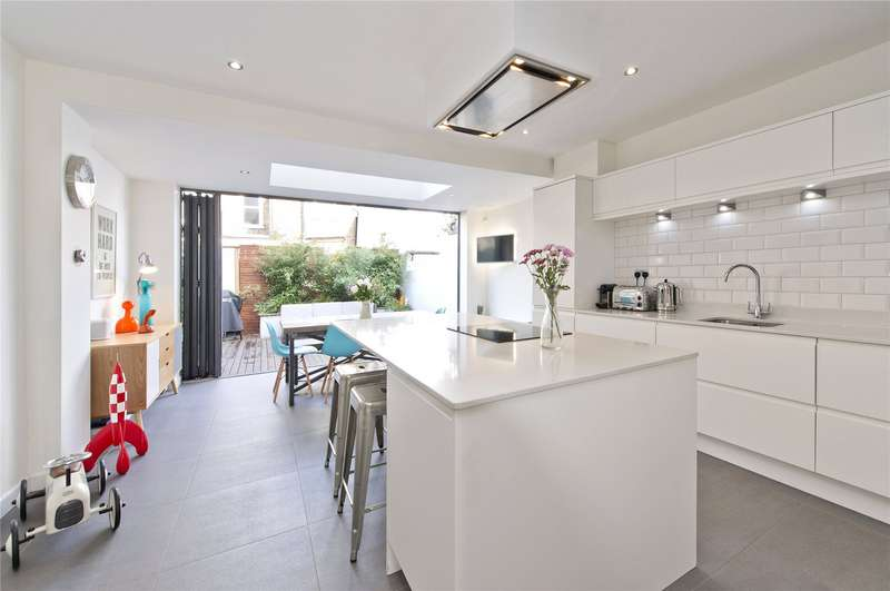 3 Bedrooms Terraced House for sale in Clifton Road, Teddington, TW11