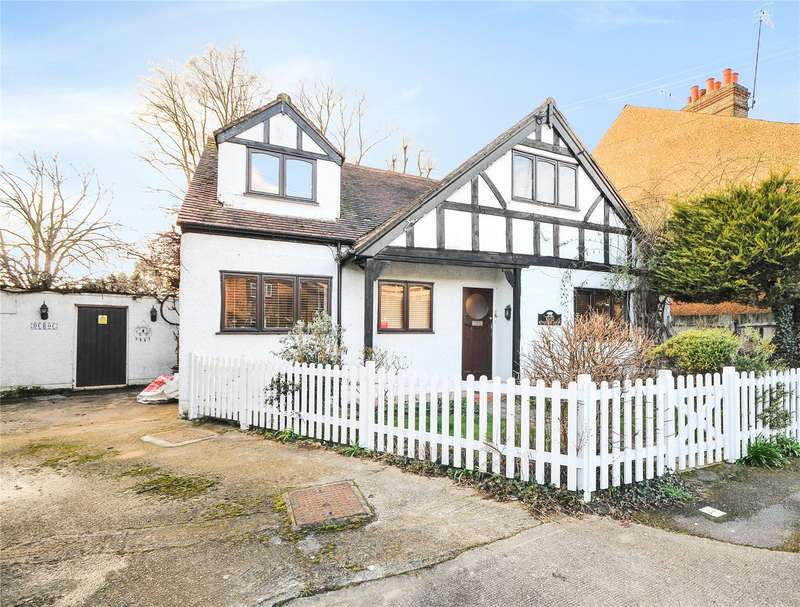 4 Bedrooms Detached House for sale in Victoria Road, Uxbridge, Middlesex, UB8