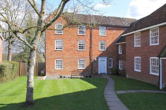 2 Bedrooms Flat for sale in Clatford Manor House, Upper Clatford, Andover