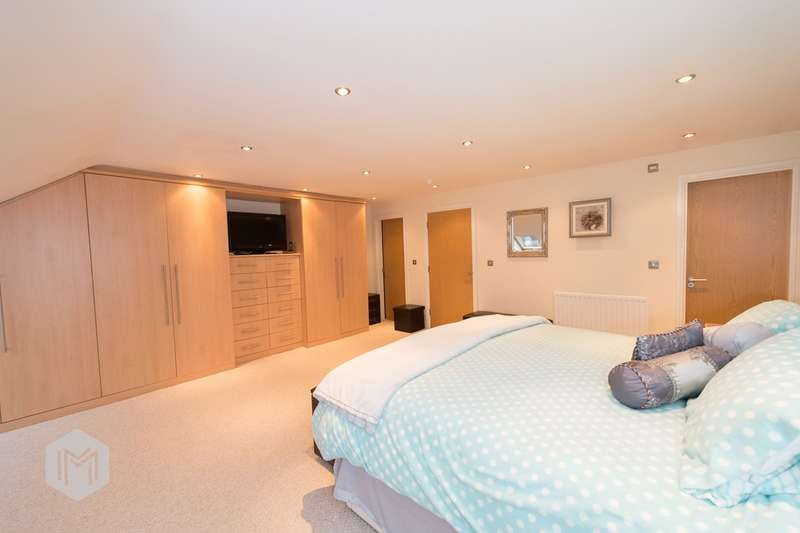 2 Bedrooms Flat for sale in Sweetstone Gardens, Bolton, BL1