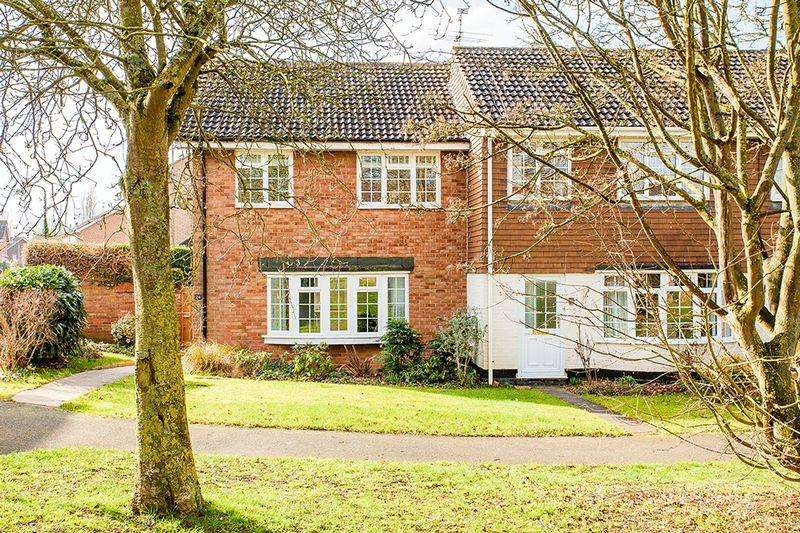 4 Bedrooms Semi Detached House for sale in Redshaw Close, Buckingham