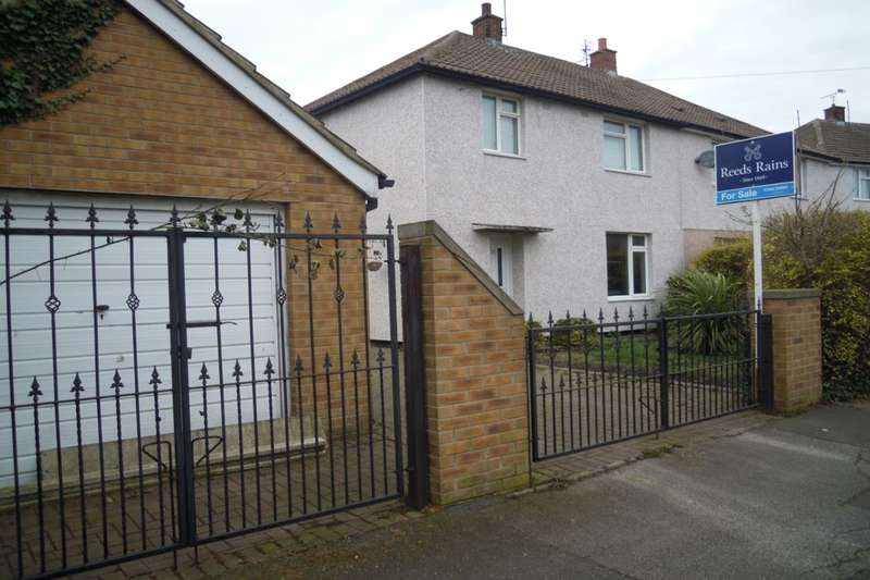 3 Bedrooms Semi Detached House for sale in Hillside Drive, Mastin Moor, Chesterfield, S43