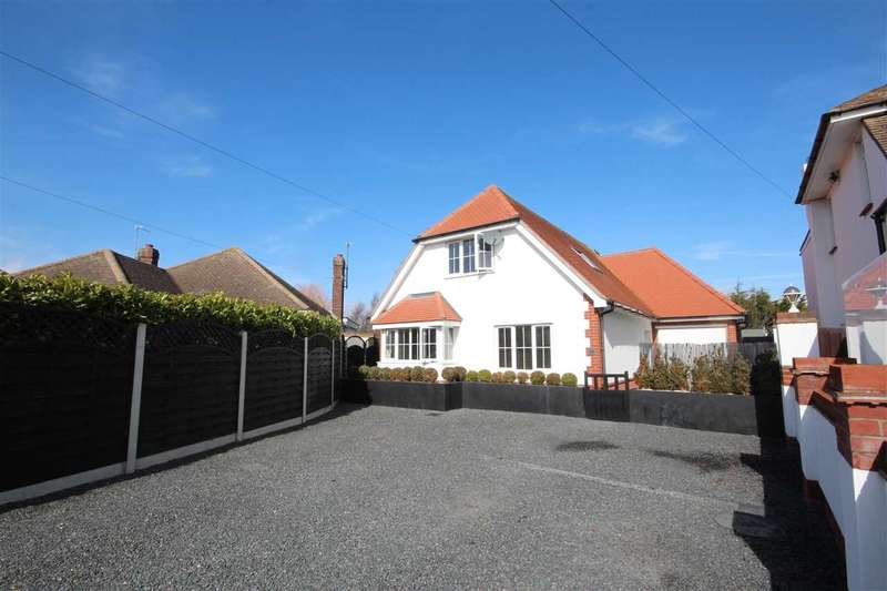 4 Bedrooms Detached House for sale in Holland Park, Clacton-on-Sea
