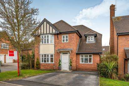 4 Bedrooms Detached House for sale in Blenheim Close, Stafford, Staffordshire