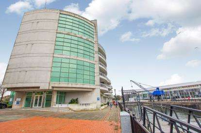 2 Bedrooms Flat for sale in Sovereign Quay, Havannah Street, Cardiff Bay, Cardiff
