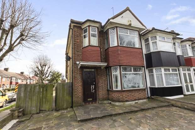 3 Bedrooms Semi Detached House for sale in Barrowell Green, London, Greater London, N21 3AX