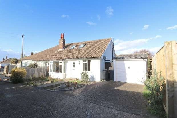 3 Bedrooms Bungalow for sale in Combe Rise, Eastbourne, BN20
