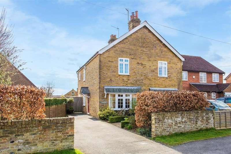 3 Bedrooms Semi Detached House for sale in Sedgmoor Road, Flackwell Heath