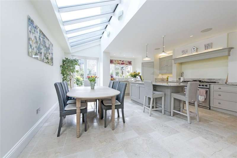 5 Bedrooms Terraced House for sale in Ballingdon Road, Between The Commons, SW11
