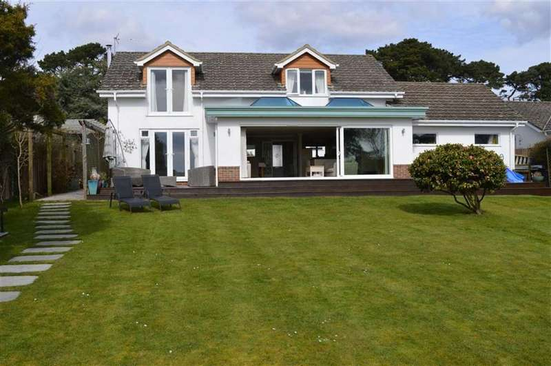 4 Bedrooms Chalet House for sale in Stroud Close, Wimborne, Dorset