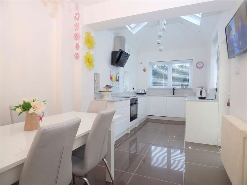 4 Bedrooms Semi Detached House for sale in Huyton Lane, Huyton, Liverpool