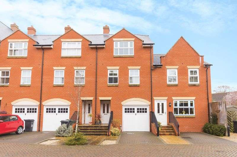 4 Bedrooms Property for sale in Ock Bridge Place, Abingdon