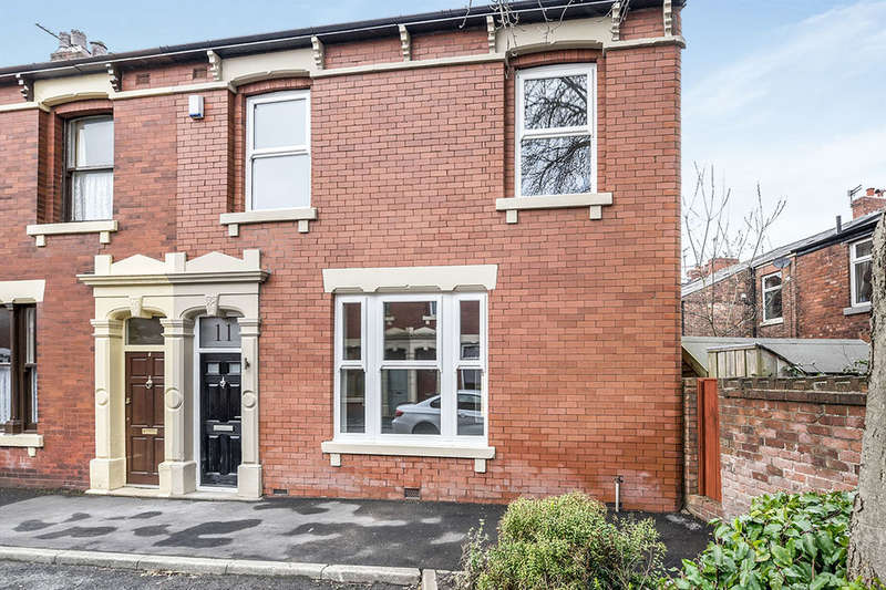 4 Bedrooms Terraced House for sale in Swallow Avenue, Penwortham, Preston, PR1