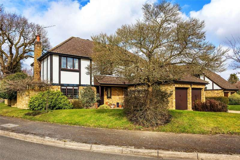 4 Bedrooms Detached House for sale in Dane Court, Pyrford, Surrey, GU22