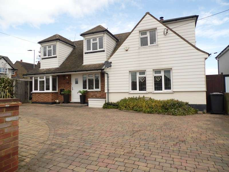 5 Bedrooms Detached House for sale in Louise Road, Rayleigh