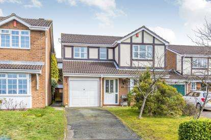 4 Bedrooms Detached House for sale in Smallwood Close, Newcastle, Staffordshire