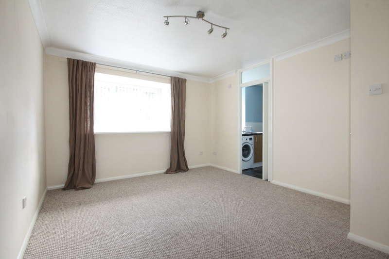 2 Bedrooms Flat for sale in Brooklands Walk, Chelmsford