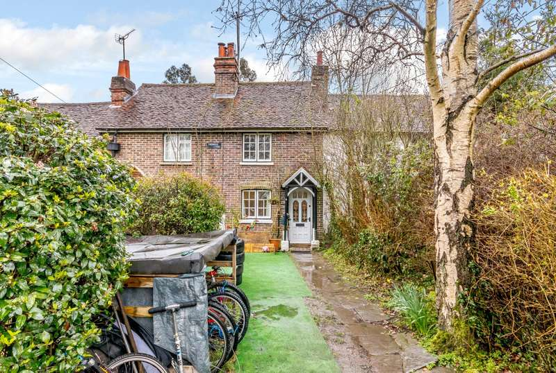 2 Bedrooms Terraced House for sale in Chiddingfold