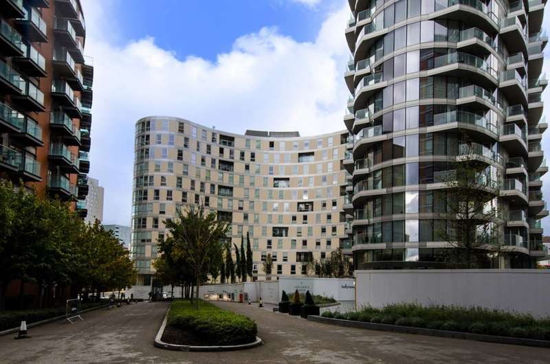 2 Bedrooms Flat for sale in Columbia West, Canary Wharf, E14