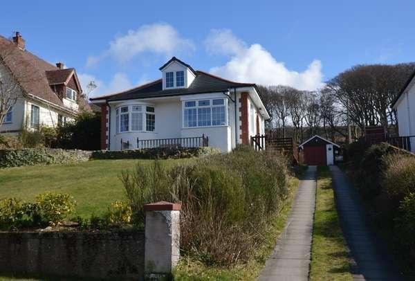2 Bedrooms Detached Bungalow for sale in 20 Castlepark Drive, Fairlie, Largs, KA29 0DF