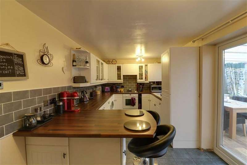 3 Bedrooms Semi Detached House for sale in Bradbury Lane, Cannock, Staffordshire