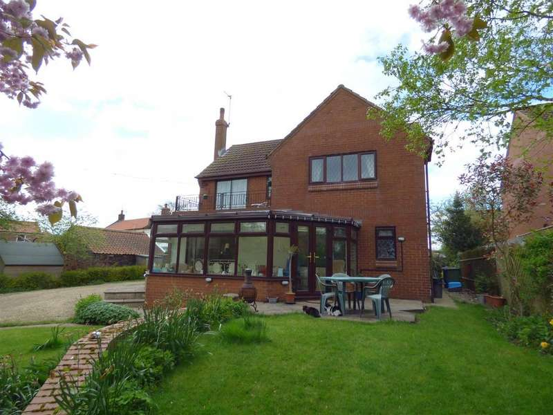 4 Bedrooms Detached House for sale in 43 Main Street, Beeford, Driffield, East Yorkshire, YO25 8AY