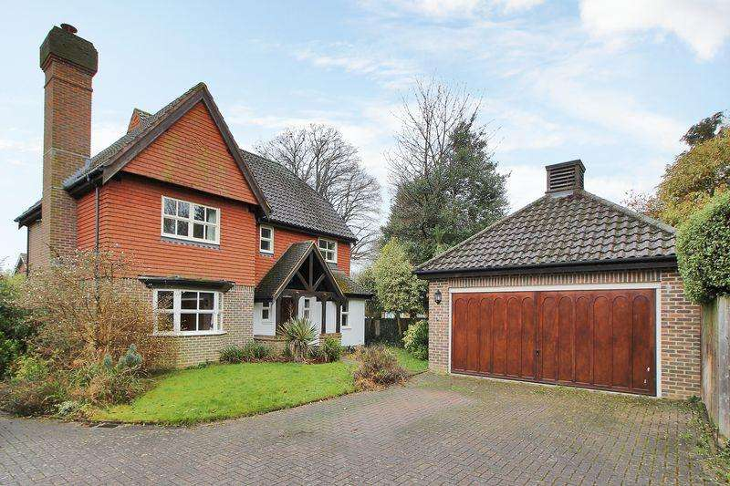 4 Bedrooms Detached House for sale in Owers Close, Depot Road, Horsham