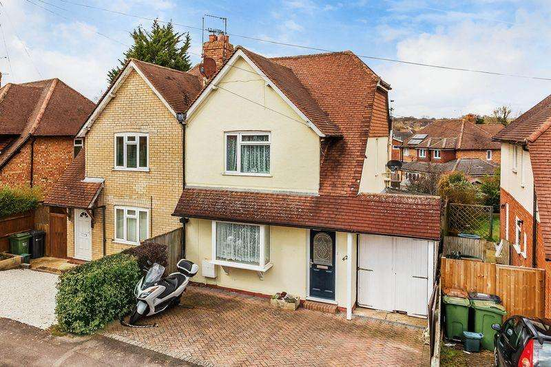 3 Bedrooms Semi Detached House for sale in Raymond Crescent, Guildford