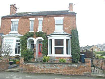 3 Bedrooms Semi Detached House for sale in Newgate Street, Bingham, Nottingham, Nottinghamshire