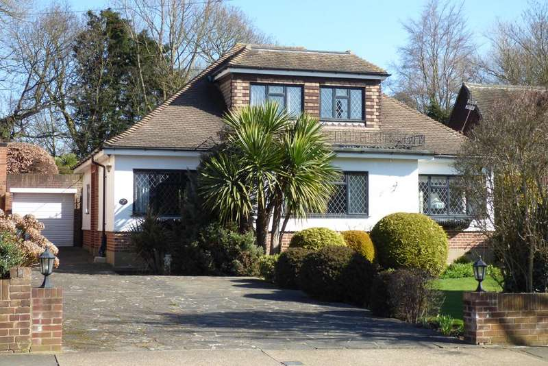 3 Bedrooms Detached Bungalow for sale in The Fairway, Upminster RM14