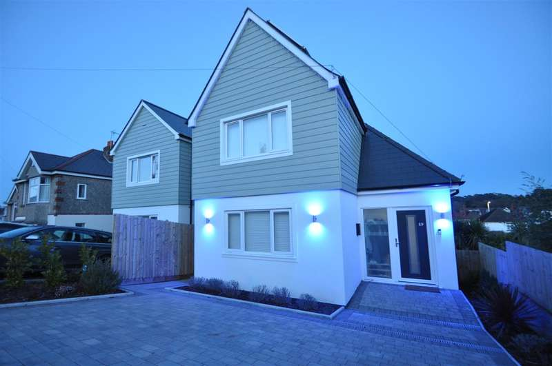 4 Bedrooms Detached House for sale in Whitecliff