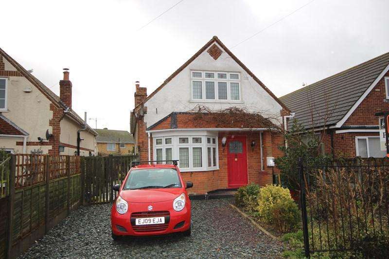 3 Bedrooms Detached Bungalow for sale in Union Road, West Clacton, Clacton-On-Sea