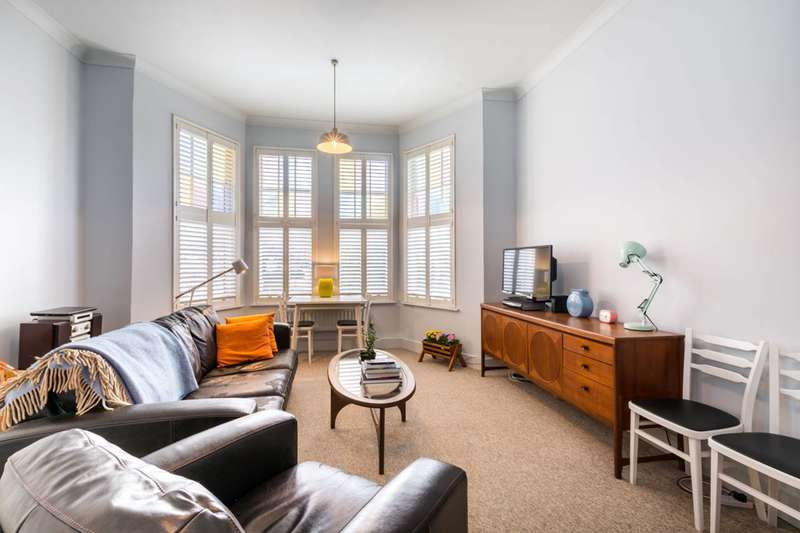 2 Bedrooms Flat for sale in Riggindale Road, Furzedown, SW16