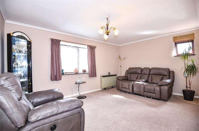 2 Bedrooms Flat for sale in Waterside, Uxbridge, Greater London