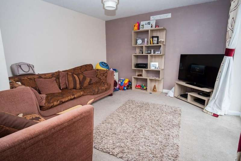 3 Bedrooms Semi Detached House for sale in Columbia Road, Ensbury Park