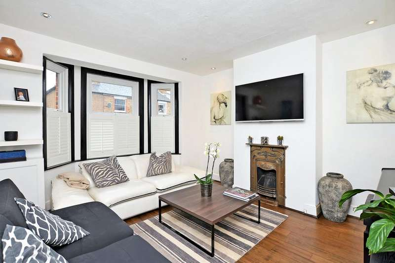 3 Bedrooms Semi Detached House for sale in Anyards Road, Cobham KT11